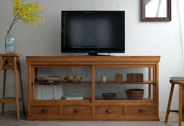 アンティーク家具のテレビボード